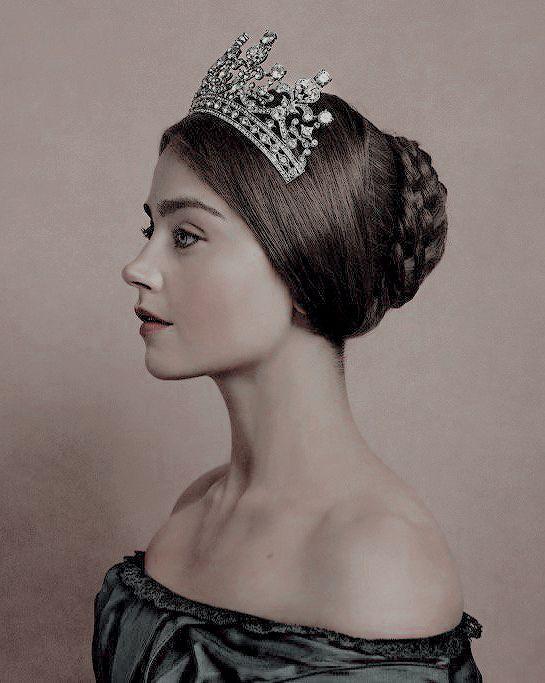 Jenna Coleman, Victoria promotional photoshoot