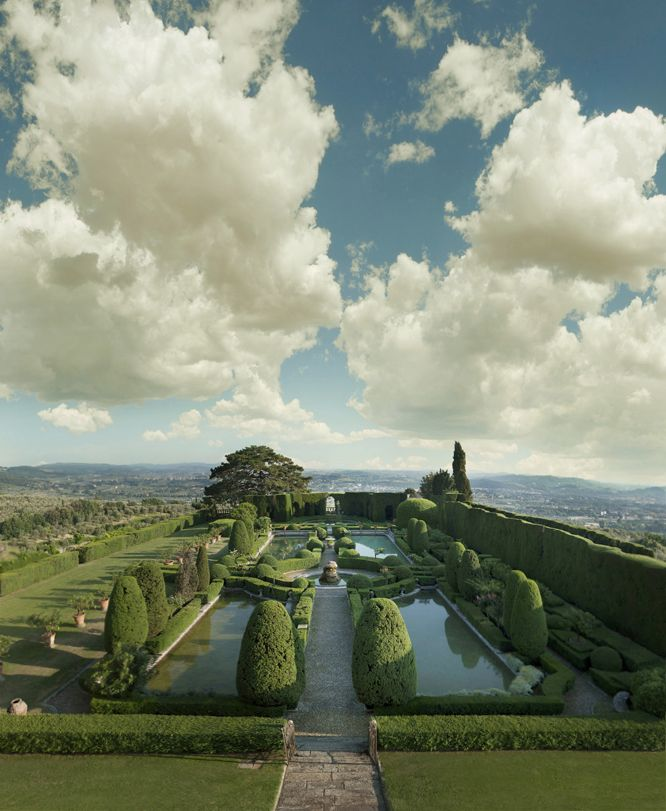 Location in Tuscany, Florence, Villa Gamberaia. Destination wedding, Italy. Vb-events, wedding planner. Outdoor wedding, one of the most beautiful garden in Europe.
