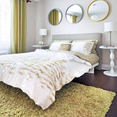 Trio de miroirs tête de lit chambre gris et vert pomme décorations