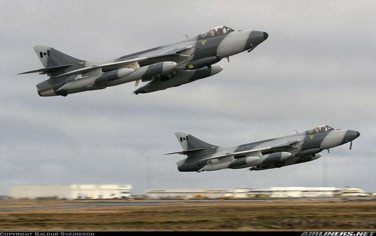 Hawker Hunter. Awesome photo!