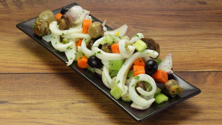 Ricetta Insalata di seppie: L'insalata di seppie che vi andiamo a proporre è una ricetta decisamente facile che piacerà a quelli che come noi amano questo ingrediente! Provatela!