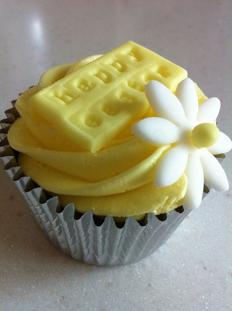 Yellow Happy Easter Message Cupcake