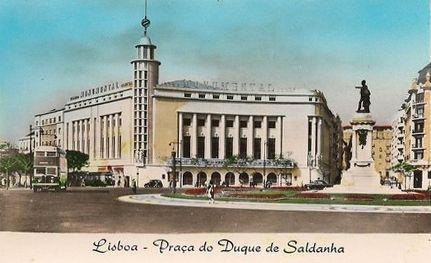 Saldanha e o antigo cinema Monumental  Dias que Voam: Postais Antigos de Lisboa http://diasquevoam.blogspot.ch/search/label/Postais%20Antigos%20de%20Lisboa