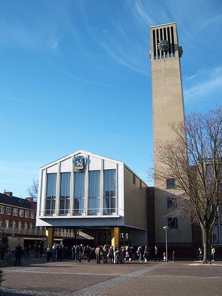 Stadhuis van Velsen in IJmuiden van Willem Marinus Dudok gebouwd 1965