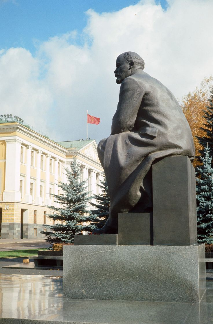 Lenin statue at Moscow Kremlin. Moscow (Russia).