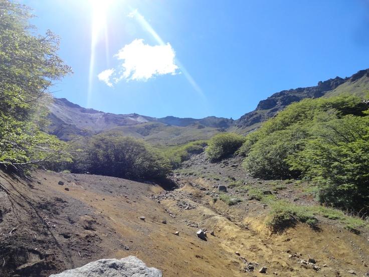 Luego de estar en la olla del mote, hay que caminar y pasar el cerro mas alto que se ve en la foto. Queda mucho, uff!.