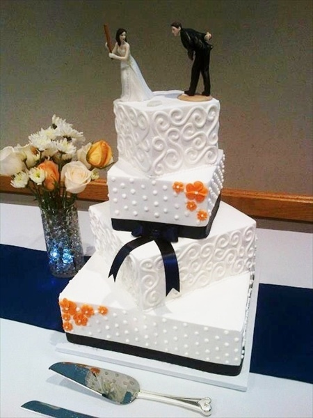 Detroit Tigers inspired wedding cake! Baseball topper
