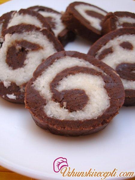 Sastojci: Crni krem: 500 g mlevenog keksa 200 g čokolade za kuvanje 4 šoljice kuvane crne kafe 200 g šećera 5 kašika ruma Beli krem: 250 g maslaca 250 g šećera u prahu 200 g bele čokolade 100 g kokosovog brašna Priprema: Izmešati mleveni keks s otopljenom čokoladom za kuvanje. Kafu prokuvati sa šećerom i ...
