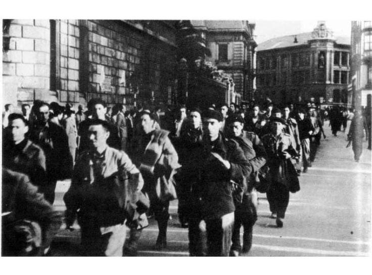 Gudaris prisioneros a la caída de Bilbao