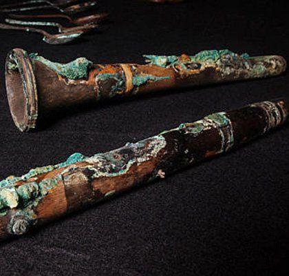 Este clarinete de madera rescatada de los restos del Titanic, se encuentra entre algunos de los artefactos recuperados del Titanic. http://xfinity.comcast.net/slideshow/news-titanic/9/