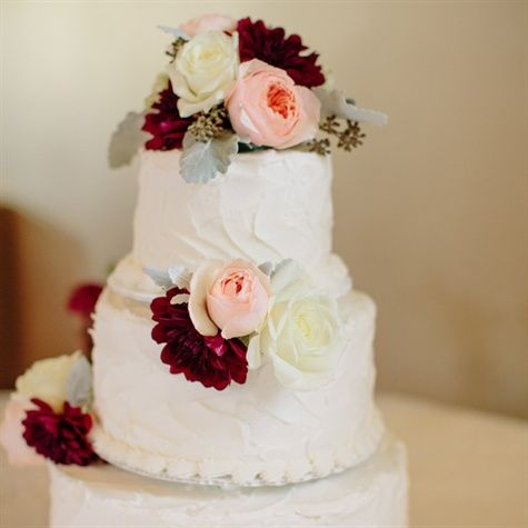 Wedding cake with shades of red flower decor