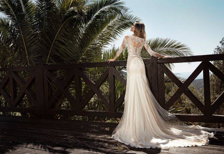 #Exquisite #details #OnlyHere @SposaModa #weddingdress #glorious #sun #bridal #perfection #lace #palmtrees