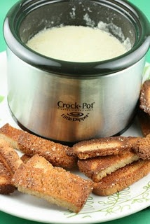 Crock Pot cheese fondue.- never thought about doing fondue in a crock pot!!