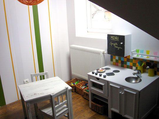 Play kitchen w striped wall