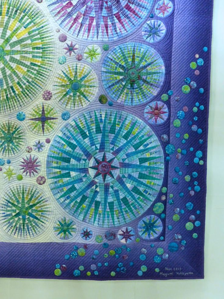 Mariner's compass quilt at the 2015 Tokyo International Great Quilt Festival. Closeup photo by Susan Briscoe.