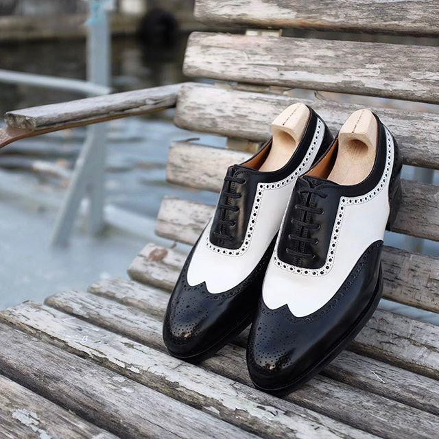 @saintcrispins espectador en blanco y negro. No para el débil de corazón. combo brillante! #skoaktiebolaget #saintcrispins #madetoordershoes #artisanmade #handwelted