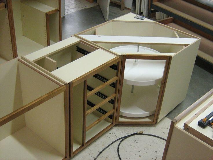 Utrusta Wall Corner Cabinet Carousel