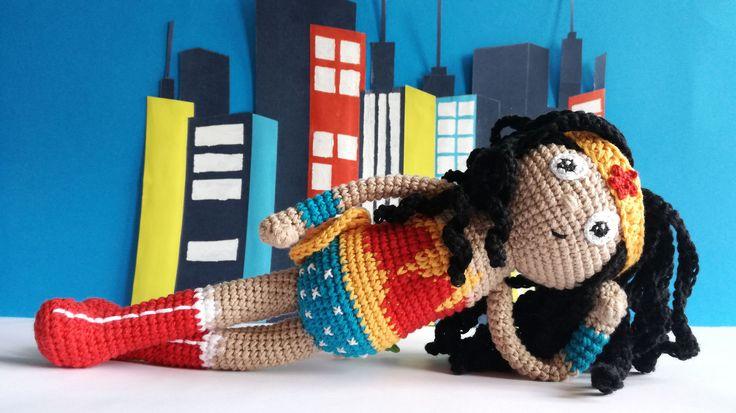 Wonder Woman amigurumi - Muñeca de ganchillo hecha a mano - Mujer maravilla - Liga de la justicia. de GateandoCrochet en Etsy