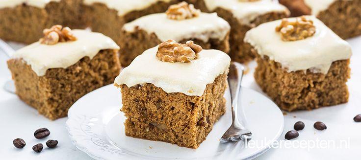 Luchtige cake met een vleugje koffie en stukjes walnoot met een romige boter crème topping