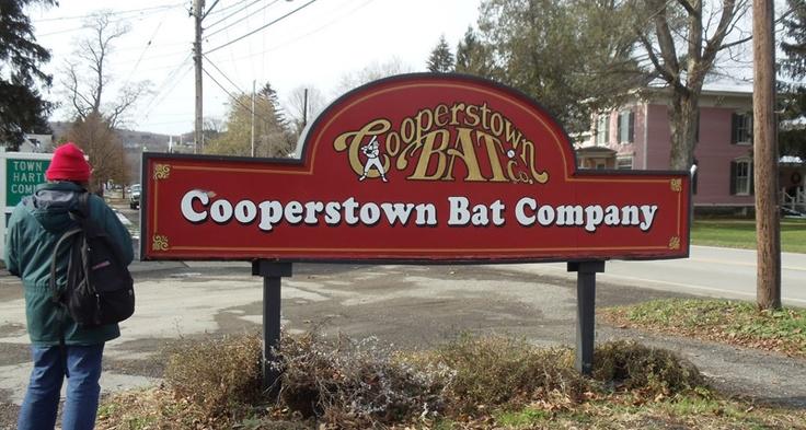 Bat company    1981년에 처음 시작된 배트 제조사 쿠퍼스타운배트컴퍼니는 다양한 문양이 들어가 있는 배트를 만들어 판매하고 있다. 사용자에 따라서 어린이,코치,실전야구선수용,수집용으로 나뉘어 있는데 쿠퍼스타운배트컴퍼니에서 판매하고 있다. 배트의 가격은 평균 $70이며 수집용배트는 $250를 넘기도 한다.    Cooperstown Bat Company118 Main StreetCooperstown, NY 13326    Coopers Town Bat Company> Published by www.notbooth.com