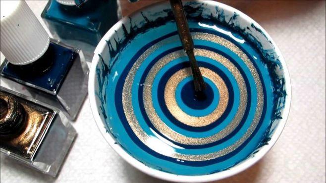 Mavi Altın Mermer Desenli Sulu Tırnak Süsleme Örneği - Evde hızlı ve kolay bir şekilde uygulayabileceğiniz mavi altın mermer desenli sulu tırnak süsleme tekniği (Ornate Teal Gold Water Marble Nail Art Tutorial Video)