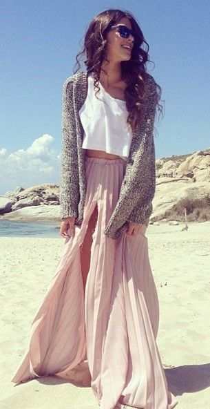 Beach outfit, pink maxi skirt, white crop top, gray sweater