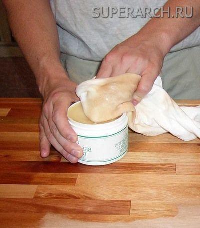Покрытие дерева маслом воском
