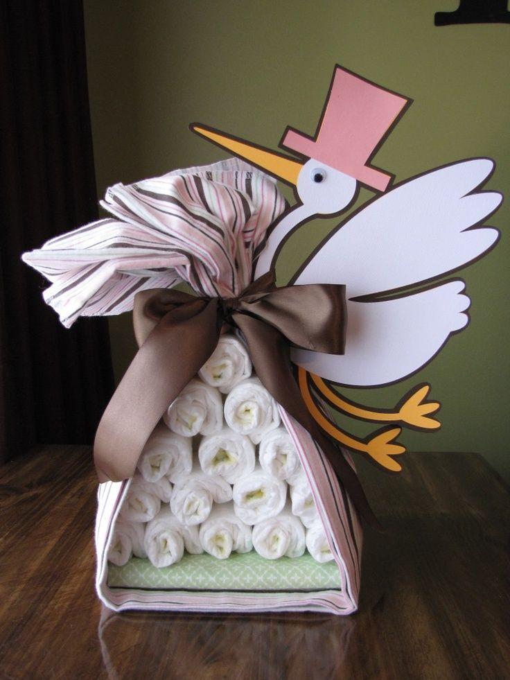 baby shower forma original de regalar una tarta de pañales cigüeña                                                                                                                                                     Más