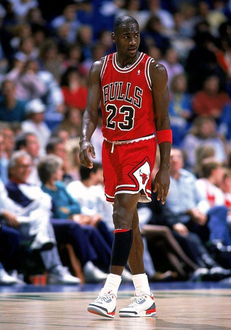 MJ runs offense for Dream Team. | Michael jordan