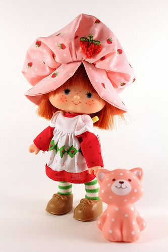 Strawberry Shortcake with Custard Cat | I still remember the smell