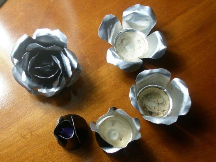 Petalos de rosa con cápsulas de café nespresso.  Hay más tutoriales de flores para hacer collares, pendientes, ....
