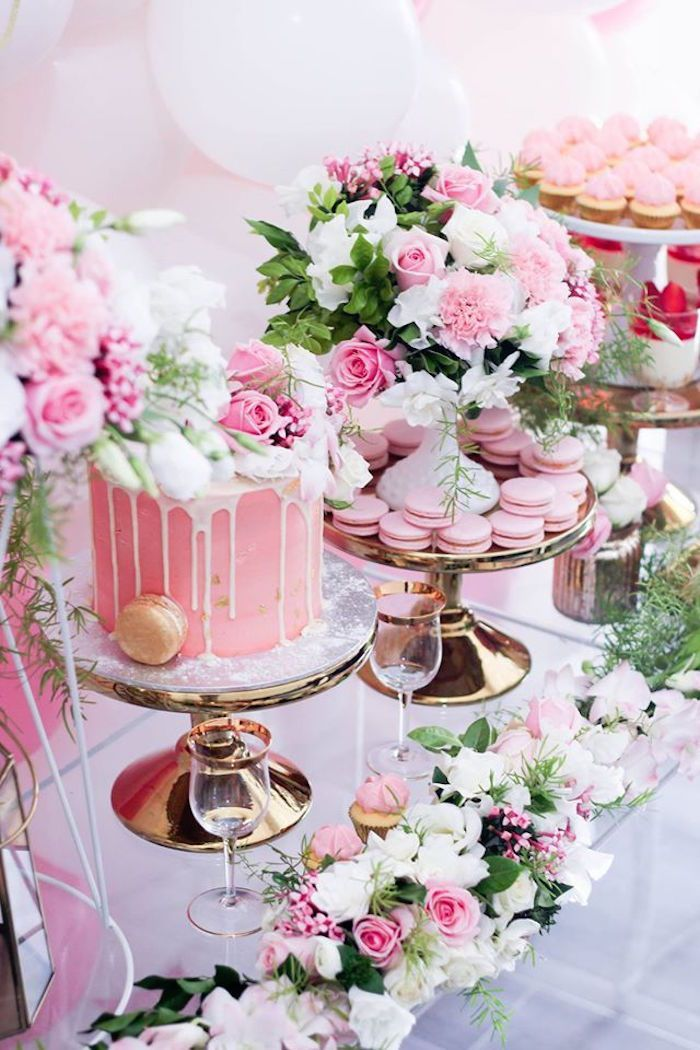 Cake + Sweets + Florals van een Pink + White & Gold Garden Party via Kara's Party …