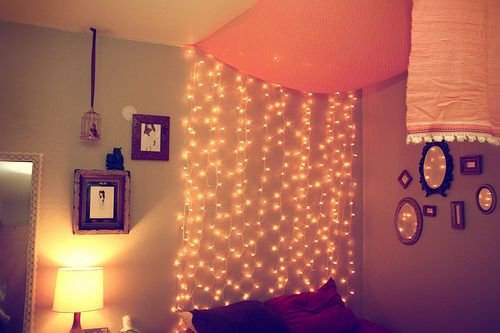 fairy lights: Hanging Lights, Headboards Ideas, Dorm Headboards, Fairies Lights, Christmas Lights, String Lights, Diy Headboards, Shower Curtains, Dorm Rooms