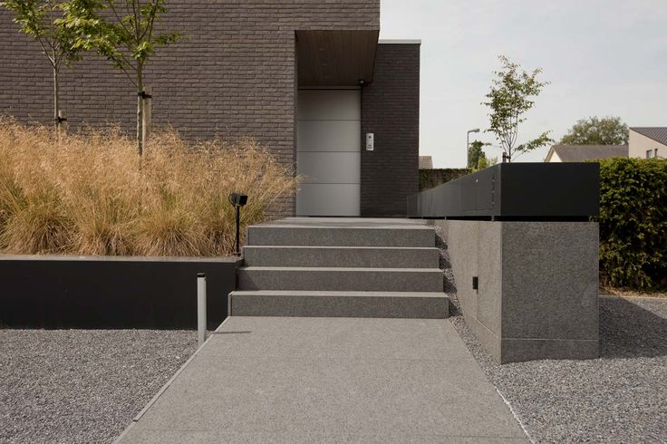 Grote strakke tuinen | Filip Van Damme Concrete steps front entrance. Pinned to Garden Design by Darin Bradbury.