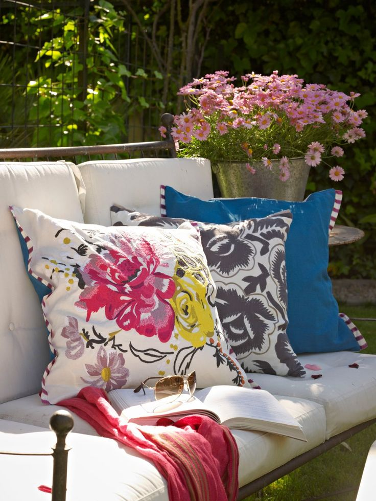 17 best images about pillows with pizzaz on pinterest for Cojines sofa exterior