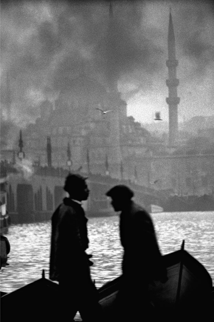 I love this photographer, hv one of his books purchased in Istanbul © Ara Güler Haliç, Istanbul, 1955.