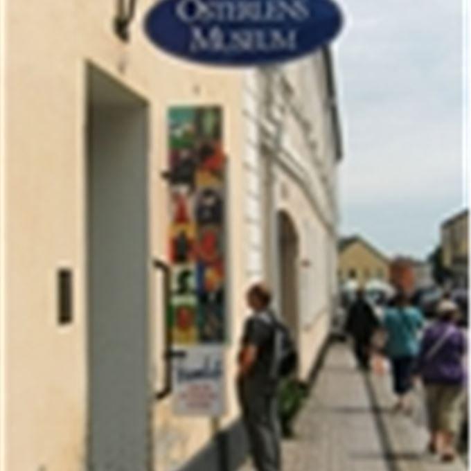 Österlens museum har spännande och aktuella utställningar. Under året anordnas föreläsningar, verkstäder, stadsvandringar och en berättarfest. Här hit