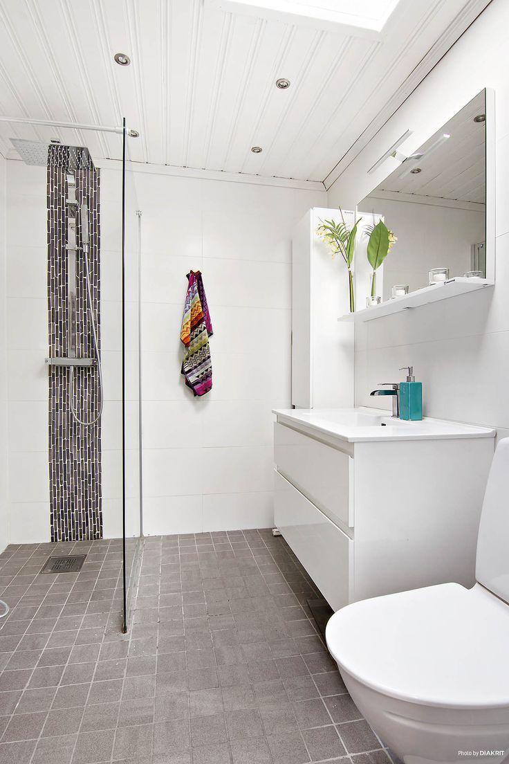 Fräscht helkaklat duschrum