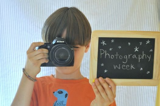 Photography for kids -- 3 art projects, 13 lessons, and a great list of pro tips.  It's Summer Camp at Home: Photography Week!