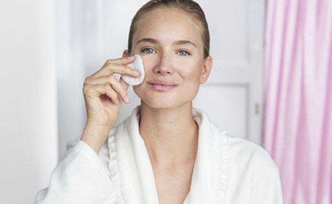 Rengjøringsgel eller rengjøringsmelk – hva skal du velge | Oriflame Cosmetics