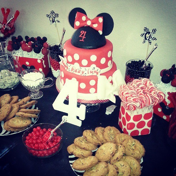 minnie mouse cake and candy buffet