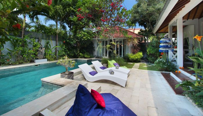 #Piscine et #terrasse dans un #jardin #tropical.