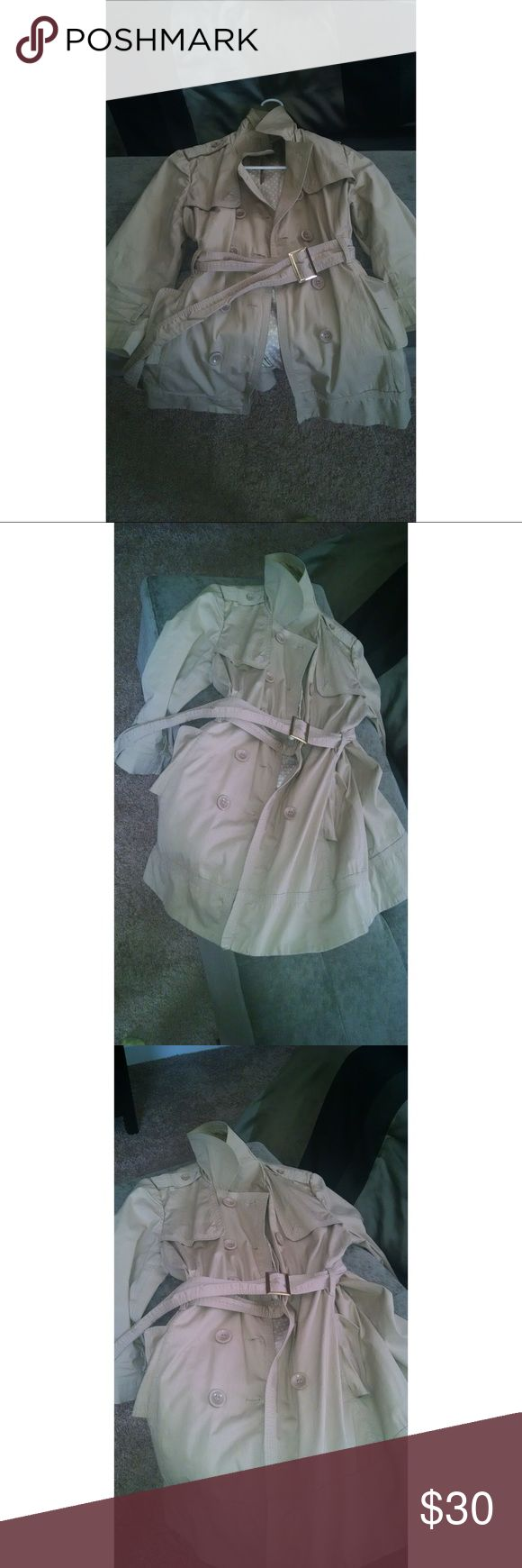 Forever 21 Lightweight Trench Women's Forever 21 Lightweight trench coat with belt Size Medium Color Tan Forever 21 Jackets & Coats Trench Coats