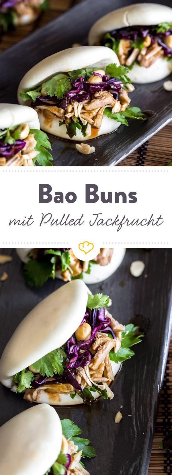 In diese Bao Buns kommt die Pulled Jackfrucht: Dadurch sind sie nicht nur unglaublich schmackhaft, sondern auch noch komplett frei von tierischen Produkten.