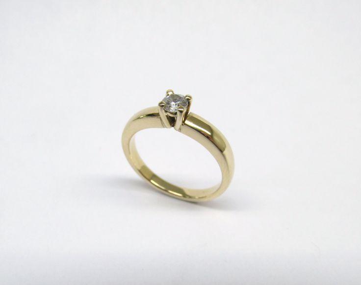 Te gustan los diseños delicados ¿Que te parece este hermoso anillo moderno y delicado? ideal para compromiso. R891 #duranjoyerosbogota #joyasbogota #joyas #hermosasjoyas  #anillosdecomprmiso #solitarios #argollas #argollasdematrimonio #hechoamano #compracolombiano #hechoencolombia #fabricaciondejoyas #renovamostujoyero #boda #novios #matrimonio #jewellry #handmade #gold #wedding #piedraspreciosas #diamante #piedrassemipreciosas #zircon