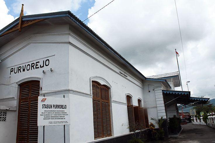 Plang nama stasiun