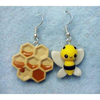 Bee + Honeycomb,fimo, handmade,hecho a mano,polymer clay,earrings,pendientes,abeja,panal,miel,cute,kawaii,