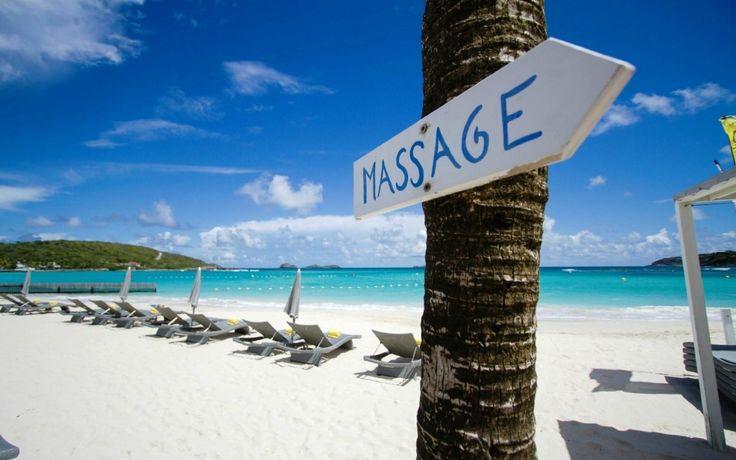 Šta kažete na jednu opuštajuću masažu na plaži? :)  #travelboutique #STBarts #SentBartelemi #putovanje #letovanje #odmor