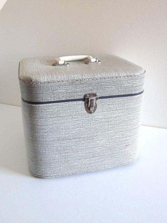 les 25 meilleures id es de la cat gorie bo tes chapeaux sur pinterest bagages vintage. Black Bedroom Furniture Sets. Home Design Ideas