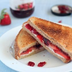 Gooey Strawberry and Cream Cheese plus 24 more nut-free lunchbox sandwich ideas